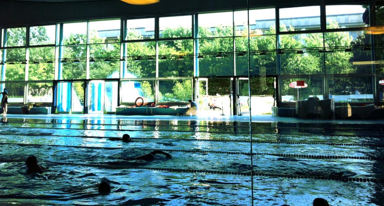 Il cloro delle piscine nemico della pelle avvertono gli specialisti