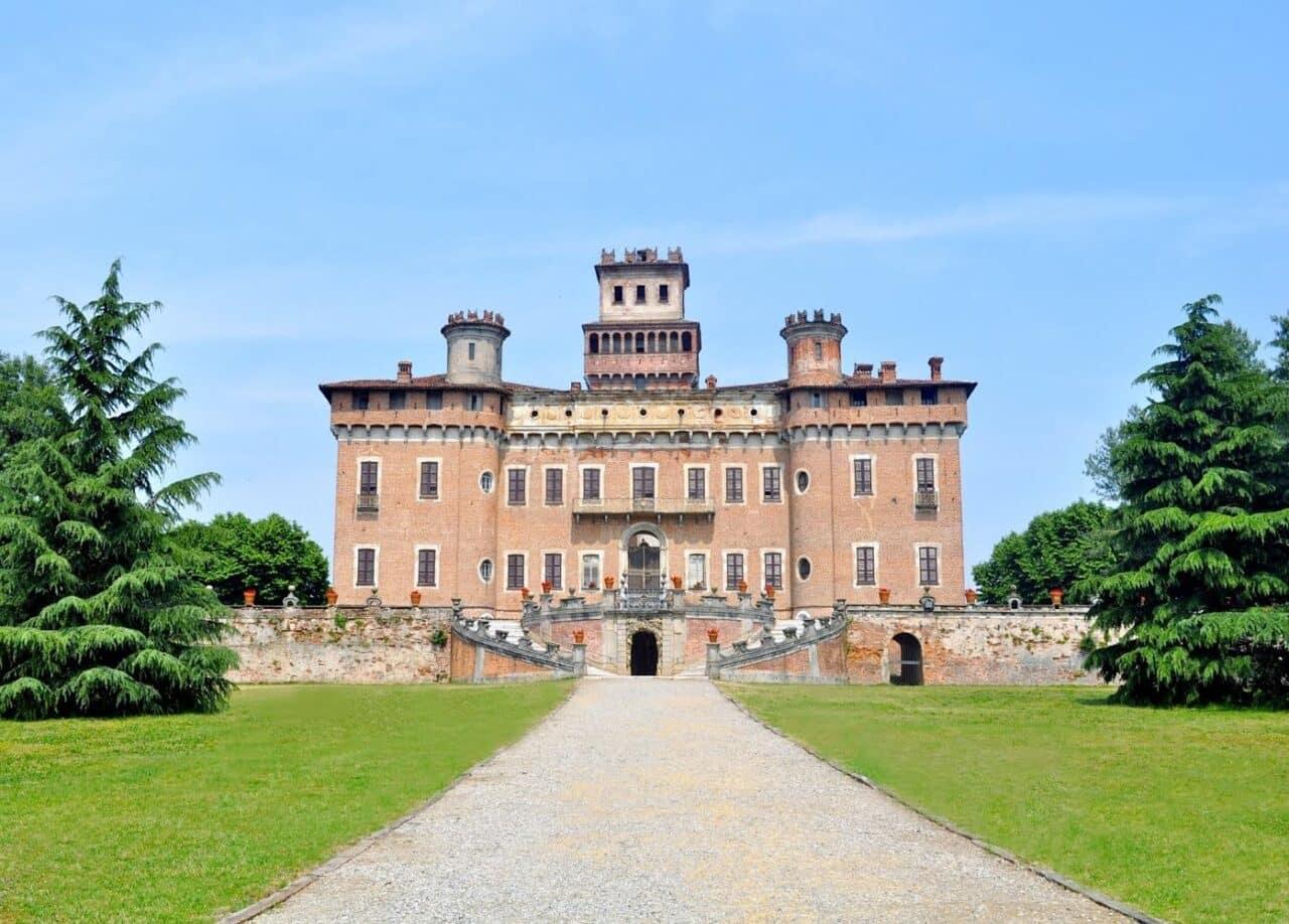 """Raduno delle """" Ferrari Testa Rossa"""" al Castello Procaccini – Chignolo Po (Pv)"""