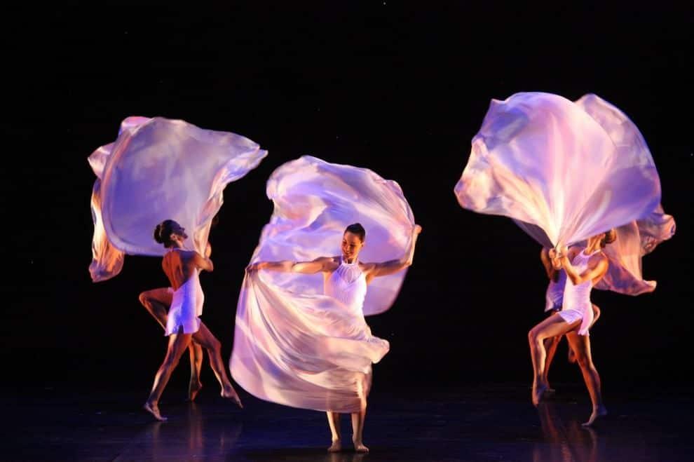 W MOMIX FOREVER, lo spettacolo che al Barclays Teatro Nazionale di Milano festeggia i 35 anni di Momix