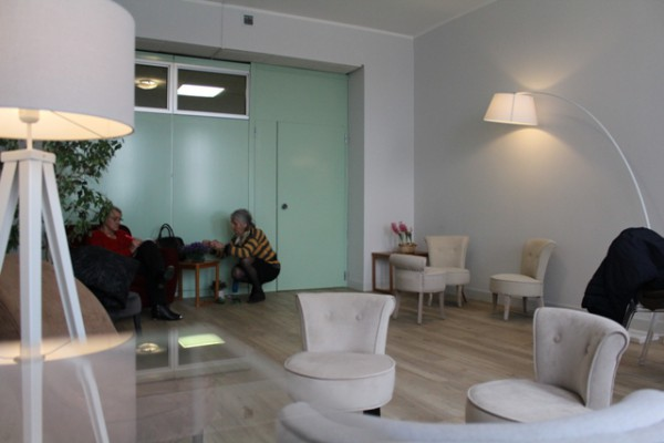 Corridoio Lungo Casa : Salotto lù un angolo di casa lungo i corridoi di un reparto d