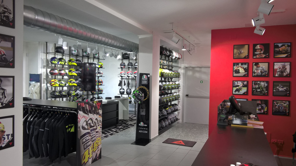 DAINESE D-STORE MILANO NORD_interno 2
