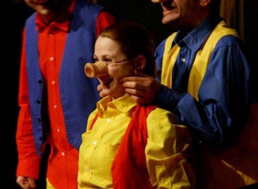 Al Teatro della Luna di Assago La Casa delle Storie mette in scena la divertente fiaba interattiva I Tre Porcellini