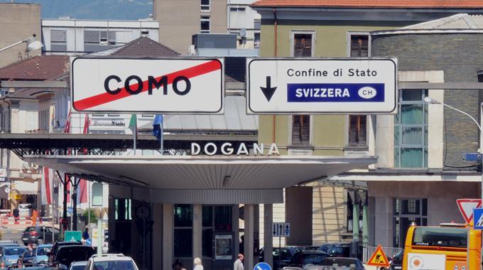 La protesta italica per la chiusura delle 3 frontiere svizzere