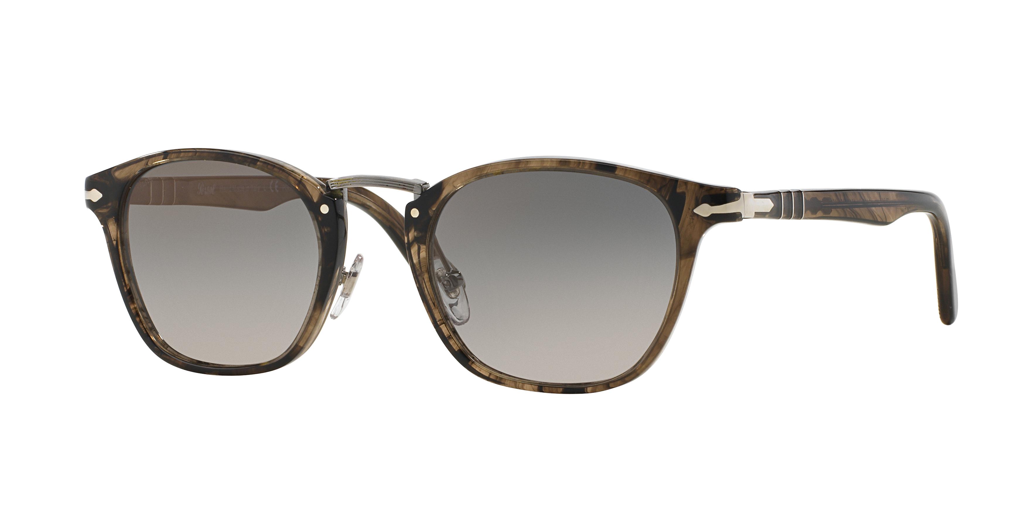 L'occhiale Persol Typewriter Edition indossato da Stefano Accorsi