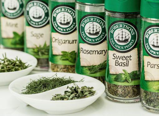 Piazze italiane ed erbe aromatiche: sinergia tra Simmenthal e Aism