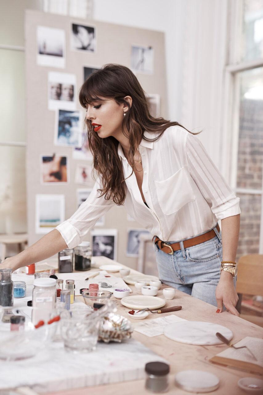 Violette nel suo studio