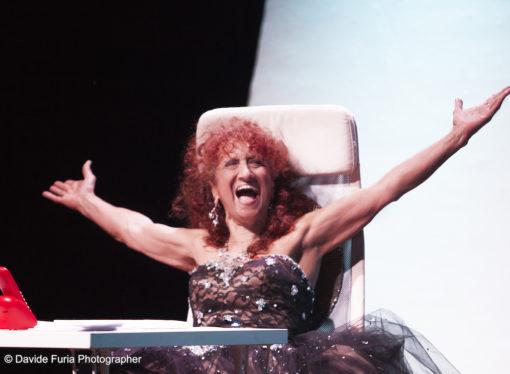 Anna Mazzamauro nella commedia  DIVINA al Teatro Martinitt, dal 19 ottobre