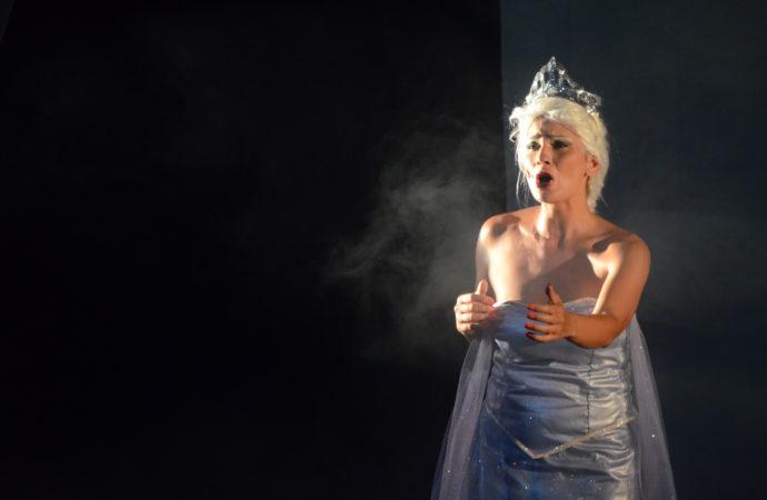 Al Teatro Manzoni  La Regina dei Ghiacci, il mini musical che parla al cuore