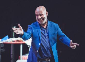 La simpatica comicità di Maurizio Battista in scena al  Teatro Olimpico di Roma