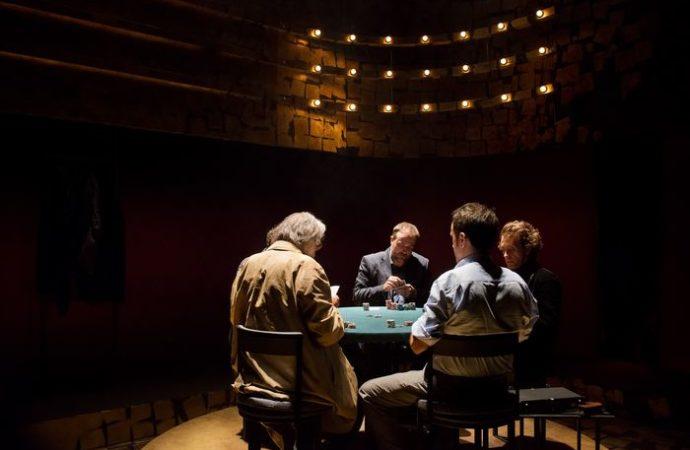 Al Teatro Manzoni di Milano in scena Regalo di Natale, da un'opera di Pupi Avati