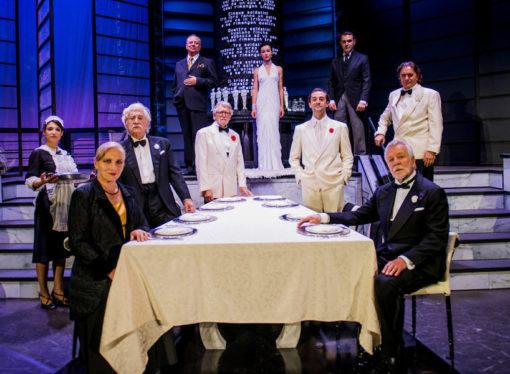 Al Teatro Carcano il capolavoro di Agatha Christies  Dieci piccoli indiani  …  e non ne rimase nessuno!