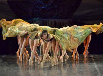 Al Teatro Manzoni di Milano va in scena l'avvincente balletto Sagra della Primavera con le musiche di Igor Stravinsky
