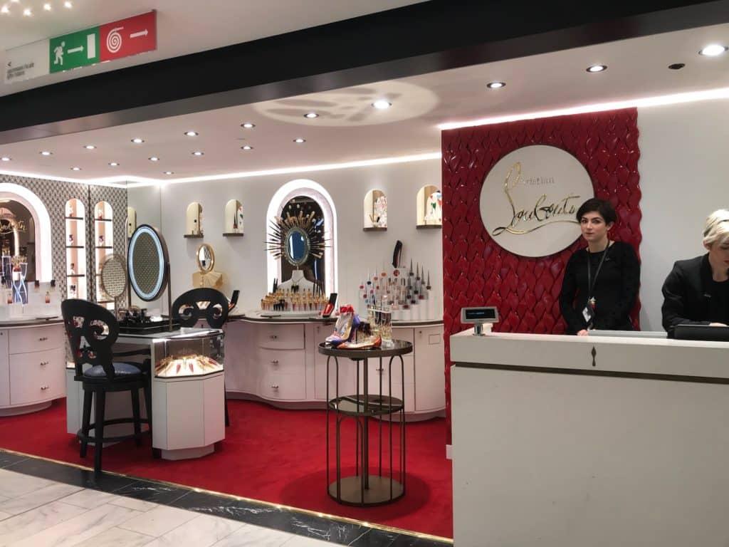 new concept 4b111 9f5ef Christian Louboutin apre una nuova boutique beautè presso la ...
