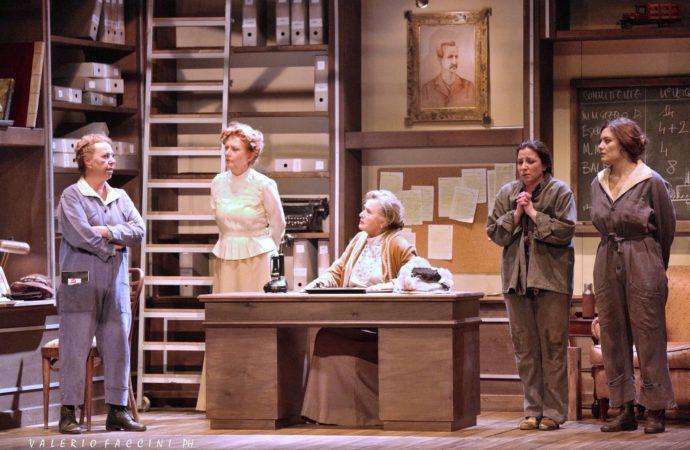 Al Teatro SanBabila Tutte a casa, uno spettacolo che è un omaggio alla forza delle donne