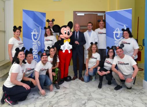 Topolino e l'ospedale Gaslini festeggiano insieme gli 80 anni regalando gioia ai bambini ricoverati
