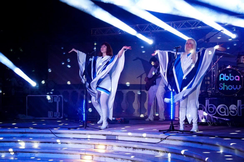 Al Teatro Nuovo di Milano AbbaShow, il tributo alla mitica band degli Abba