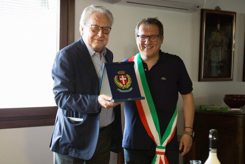 Festeggiamenti in casa Dimensione Turismo tour operator di Treviso per i cinquant'anni di attività nel campo del turismo del presidente Mario Di Nicolantonio.