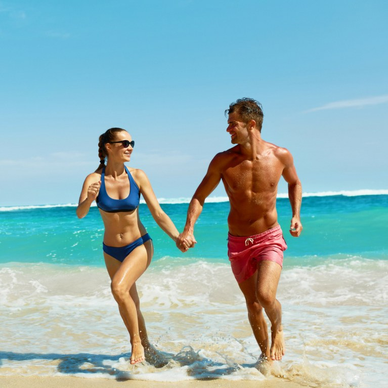 Addominali e glutei scolpiti: d'estate è boom della sindrome di Adone.