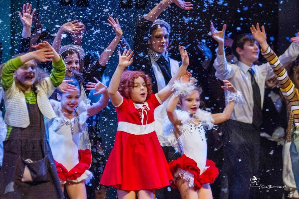 Il musical Annie in scena al Teatro Nuovo di Milano