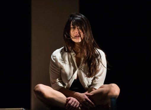 Teatro Menotti: Tutta casa, letto e chiesa, uno spettacolo sulle disparità di genere