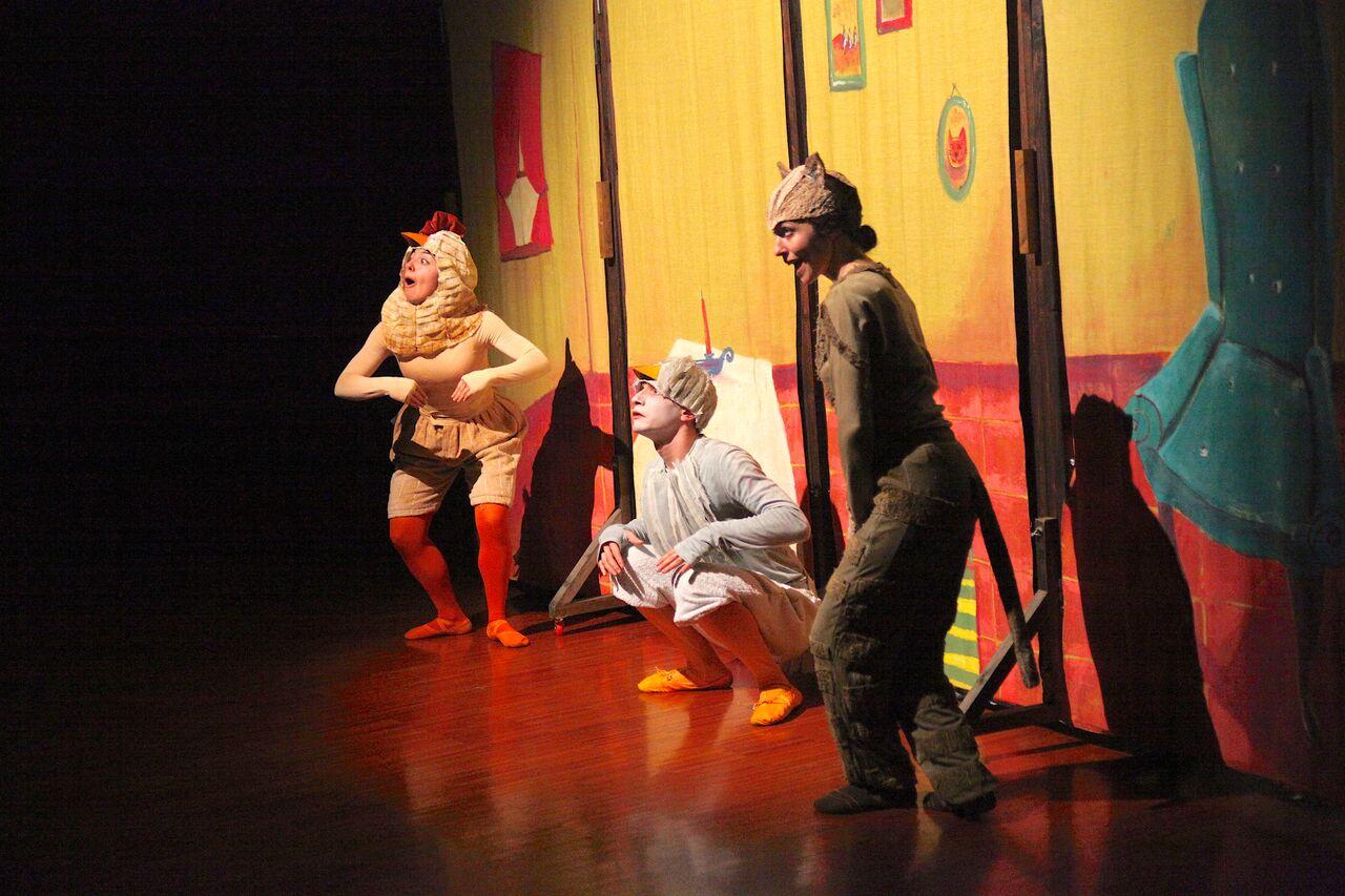 Manzoni Family: al Teatro Manzoni va in scenaIl Brutto Anatroccolo