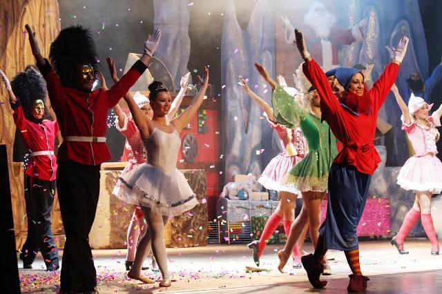 Al Teatro Manzoni Lo spettacolo di Natale, tra canti e balli natalizi