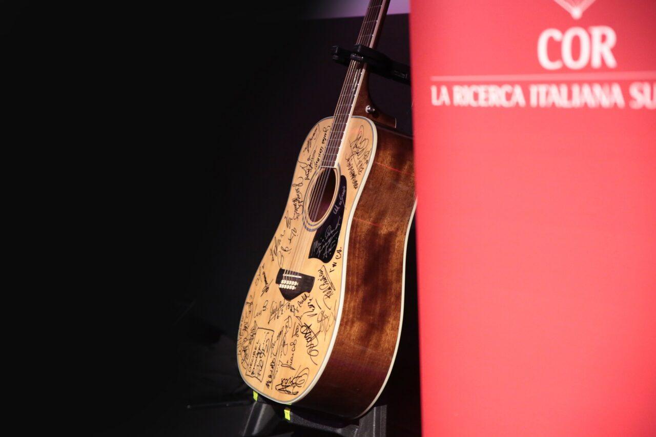 GSD Foundation mette all'asta una chitarra con le firme di tutti i protagonisti del Festival di Sanremo