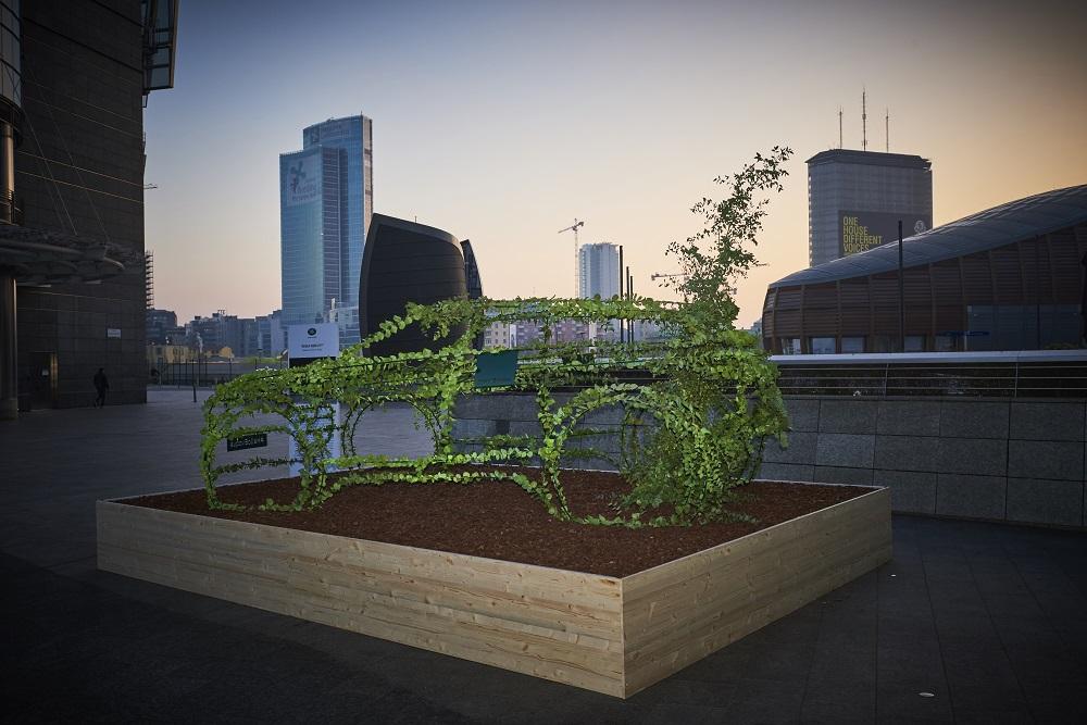 """Il Progetto """"Live For The City"""" promuove il verde in città con l'installazione """"Green Mobility"""" di Land Rover"""