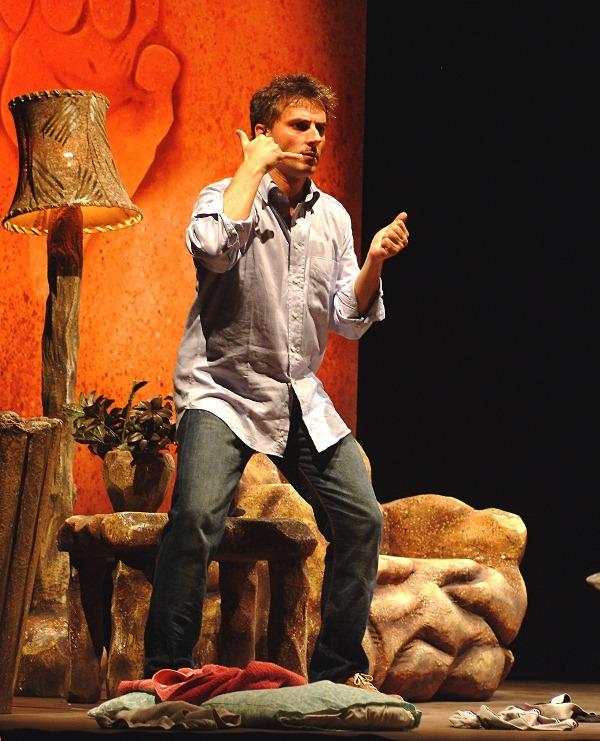 Maurizio Colombi in CAVEMAN al Teatro Manzoni