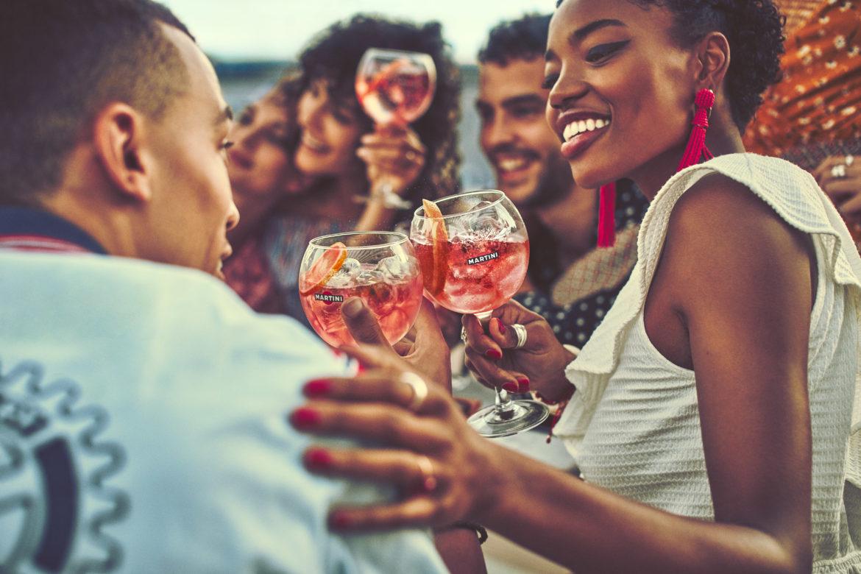 Ricerca Martini: l'amicizia dal vivo è molto meglio di quella virtuale!