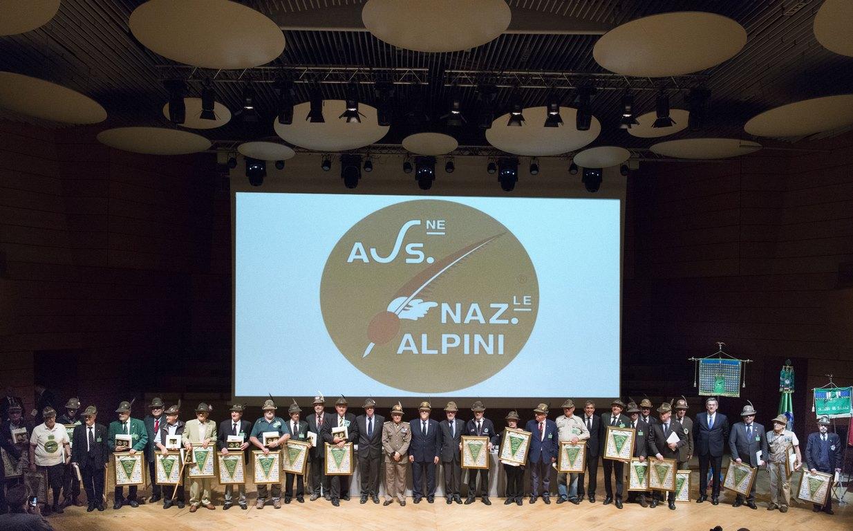 Adunata degli Alpini: al Teatro Dal Verme incontro con le Sezioni estero