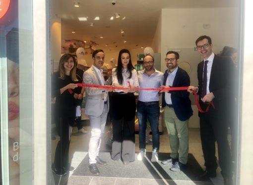 dm apre a Milano due nuovi punti vendita