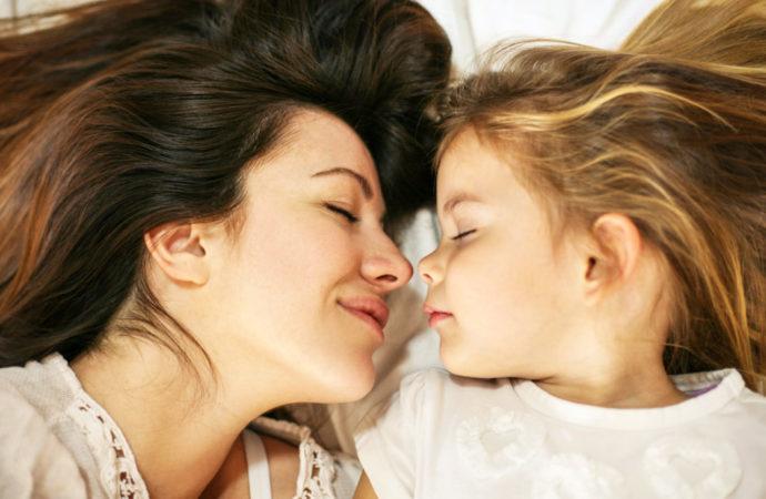 Per la Festa della Mamma fatele il regalo più bello, un vostro bacio!