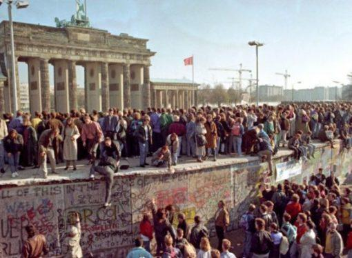 La Caduta del Muro di Berlino: Stato Sociale e Stato Socialista
