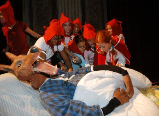 Teatro Manzoni: in scena la favola Cappuccetto Rosso