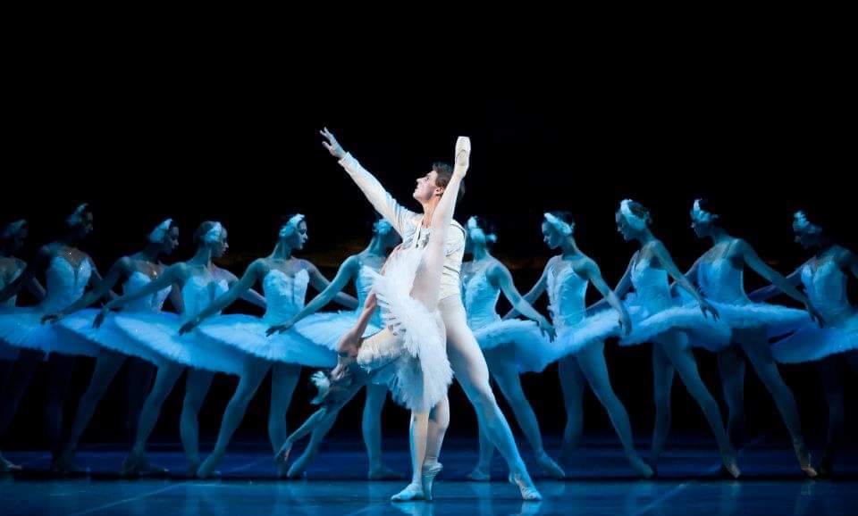 Teatro Arcimboldi: gli allievi dell'Accademia Ucraina di Balletto ne Il Lago dei Cigni e La Fille Mal Gardee