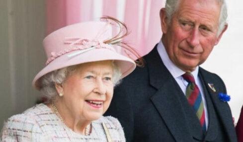 Regina Elisabetta boccia Carlo